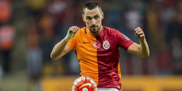 Sinan Gumus of Galatasaray during the Turkish Super Lig match between Galatasaray and Mersin Idmanyurdu on September 12, 2015 at the Turk Telekom stadium in Istanbul, Turkey.(Photo by VI Images via Getty Images)